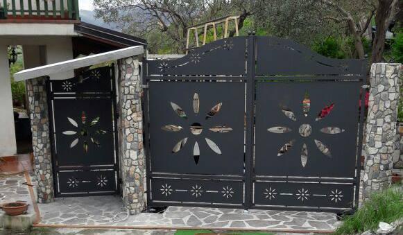 Cancello in ferro con taglio al plasma a Montalto Uffugo, provincia di Cosenza