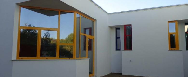 Realizzazione serramenti per edificio adibito a scuola elementare Olbia